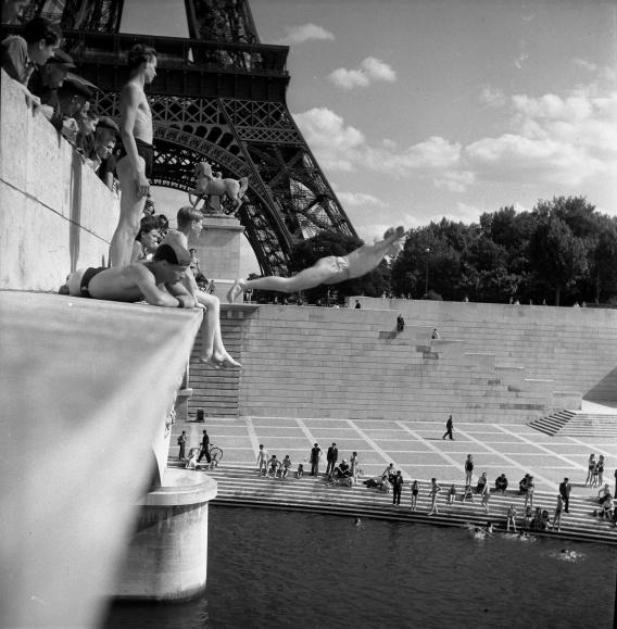 3_Pont d'Iéna, 1945_copyright © atelier Robert Doisneau